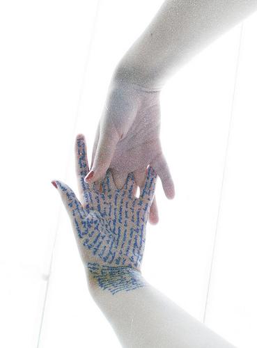 por las líneas de la mano by Cora Alvarez